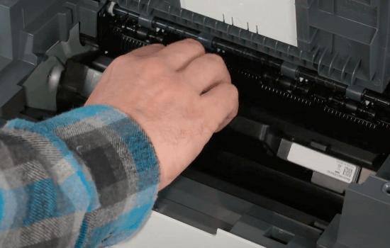 как правильно вставить картридж в принтер